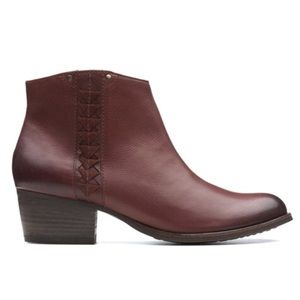 Clark's May pearl fawn ankle booties